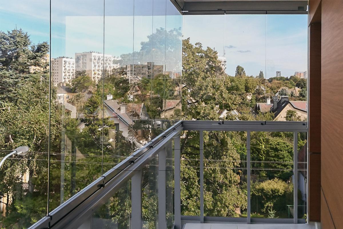 przesuwno rozwierna zabudowa balkonu